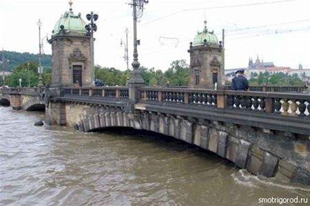 Мост и паводок