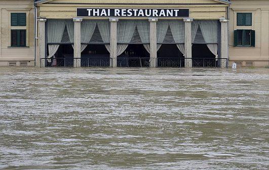 наводнение ресторан