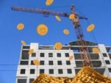дом, деньги, монеты и подъемный кран